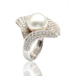 Sortija de oro blanco con brillantes y perla de Tahití